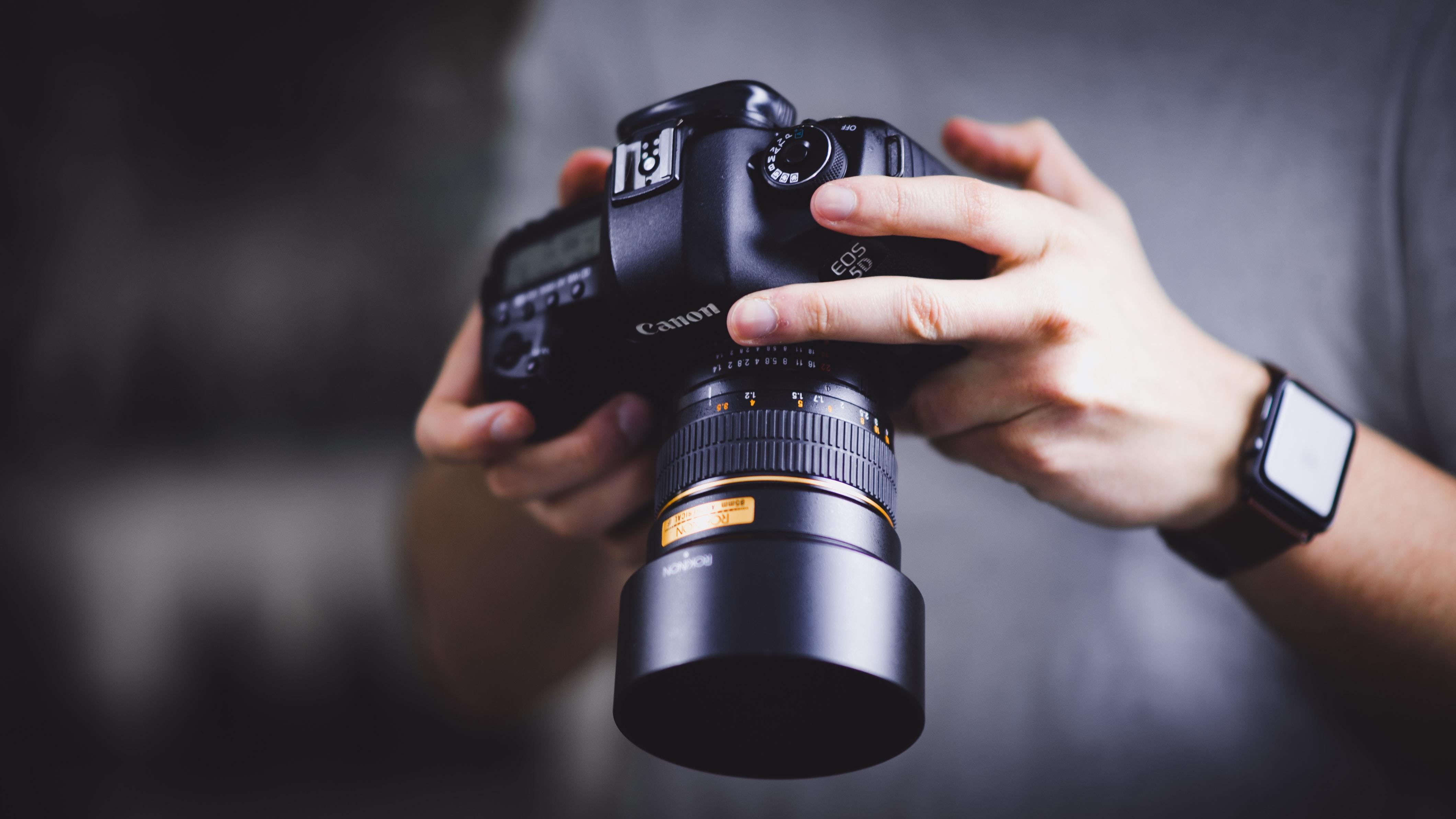 Should I Use Lifestyle or Studio Photography?
